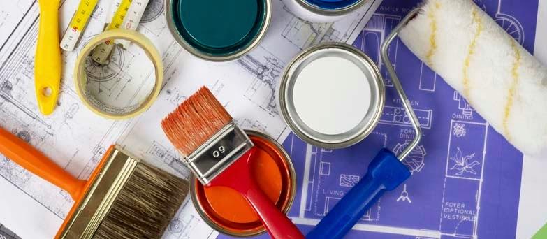 Diferentes tipos de pinceis e rolos de pintura