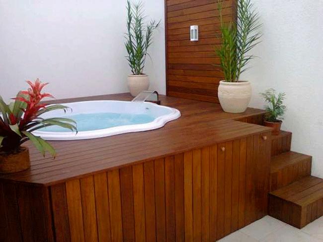 deck-de-madeira-em-piscina