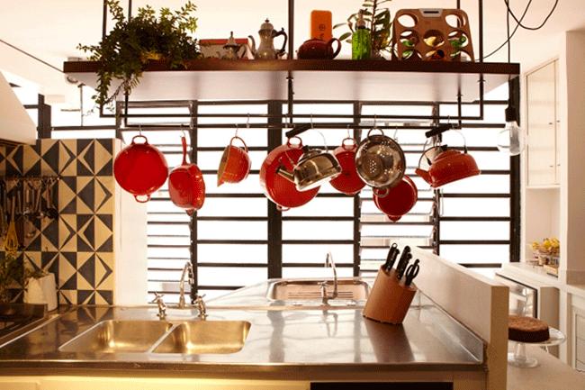 cozinha-pequena-tudo-no-alto