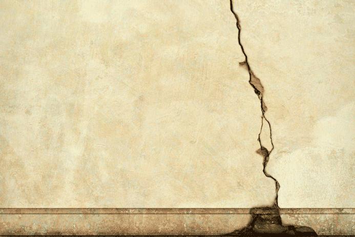 Causa de rachadura na parede