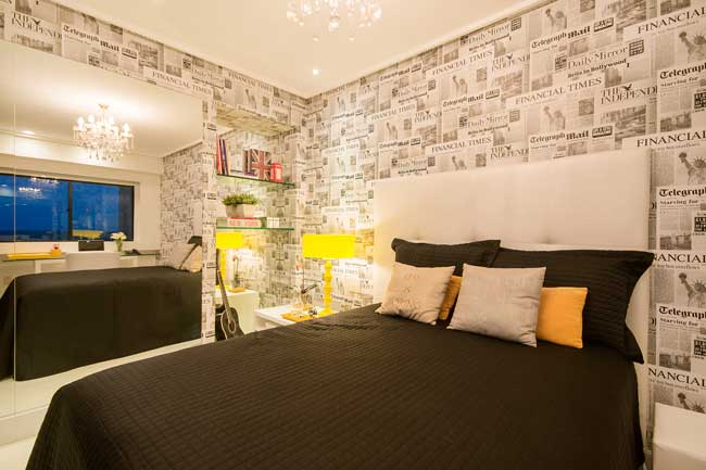 Instalação papel de parede em quarto de casal