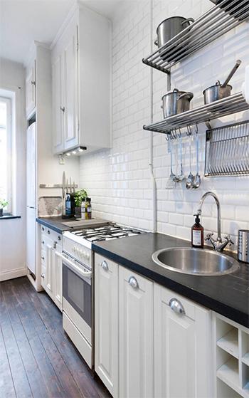 decoracao cozinha tradicional:Nas cores o branco é fundamental, seguido de tons pálidos de creme