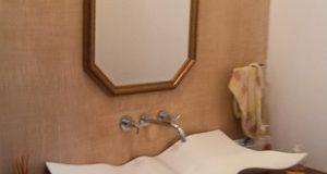 Como instalar espelhos em banheiros
