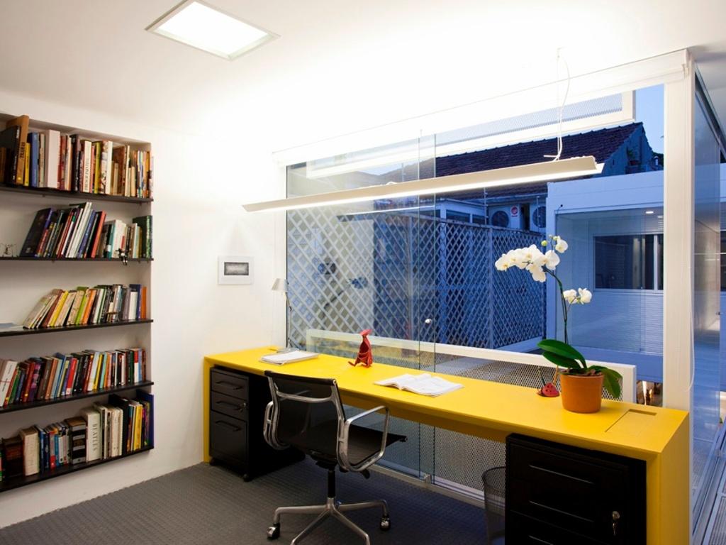 escritório bem iluminado