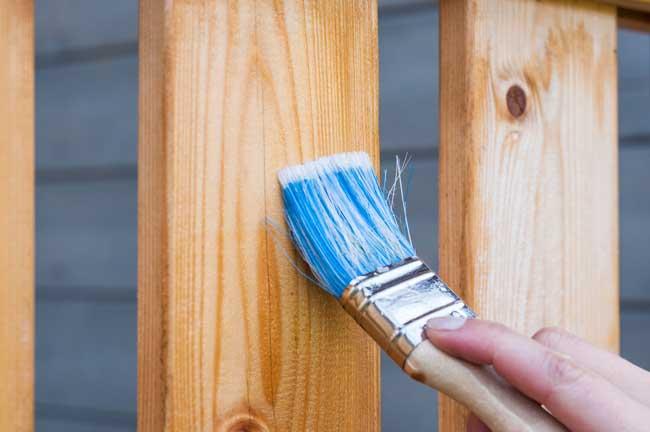 pintando a cerca