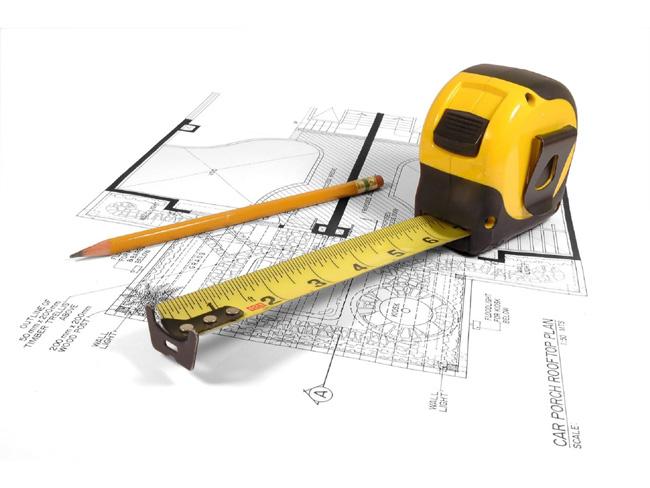 trena e lápis sobre projeto