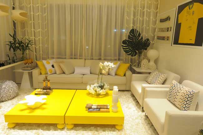 sala com decoração em amarelo