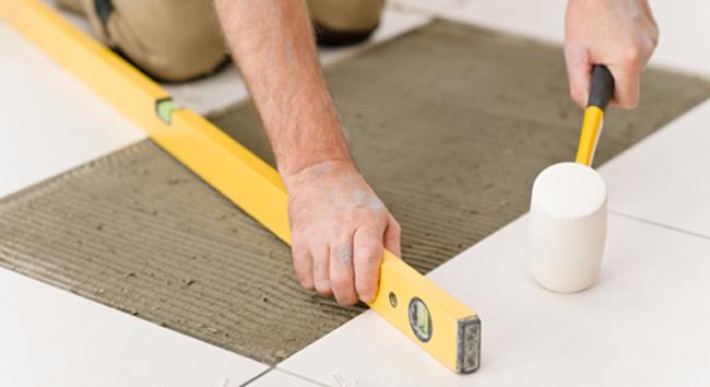 Aprenda a instalar pisos da maneira correta