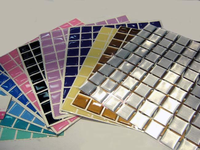 diversas cores de pastilhas
