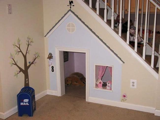 casa de cachorro embaixo da escada