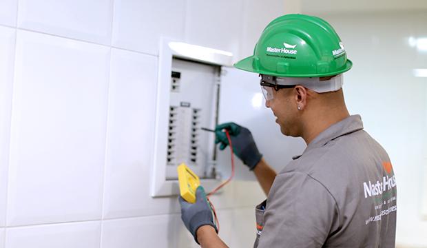 Contratar profissional qualificado para manutenção em casa antiga